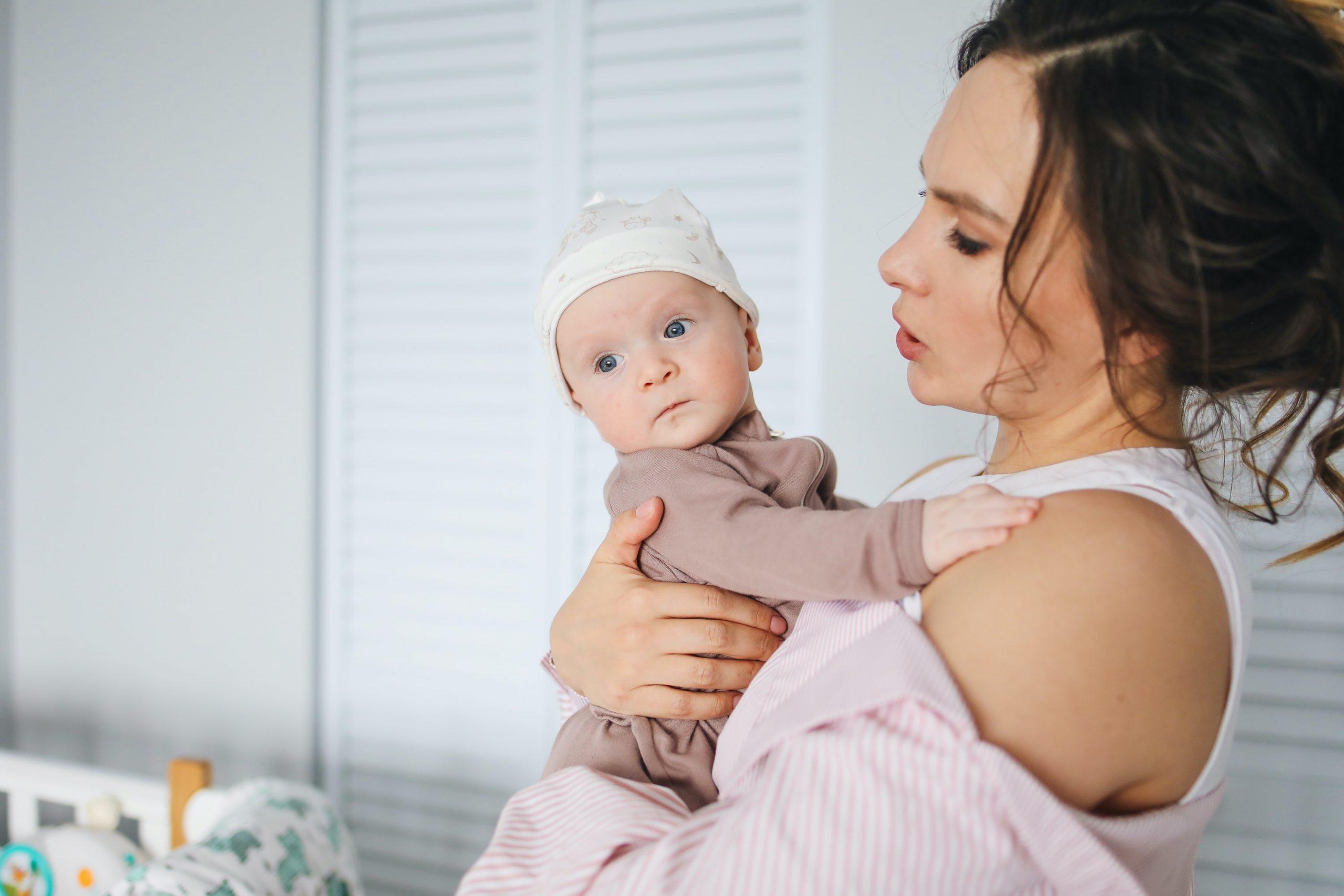 אמא לצד התינוק