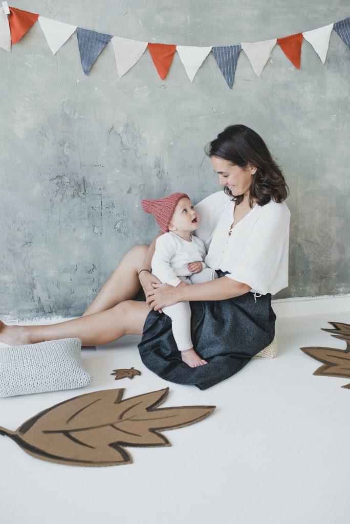 אמא עם ילד בן שנתיים