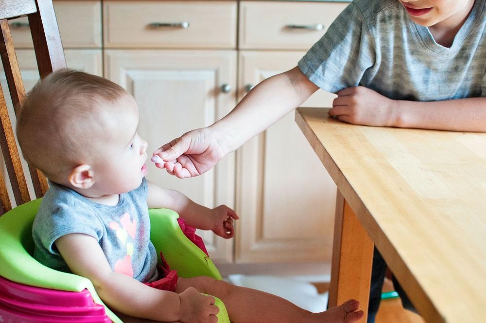 האכלת תינוק